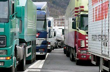 """Green pass e autotrasporto, il grido d'allarme di Unatras: """"le imprese straniere rimpiazzano quelle italiane: il 25% dei nostri camionisti costretto a fermarsi da oggi""""."""